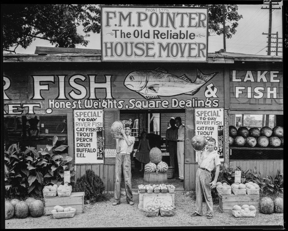Walker Evans, Roadside stand near Birmingham, Alabama
